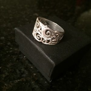 Jewelry - Sterling Silver scroll ring